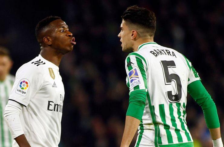 Bartra Mengatakan Vinicius Tidak Layak di Madrid
