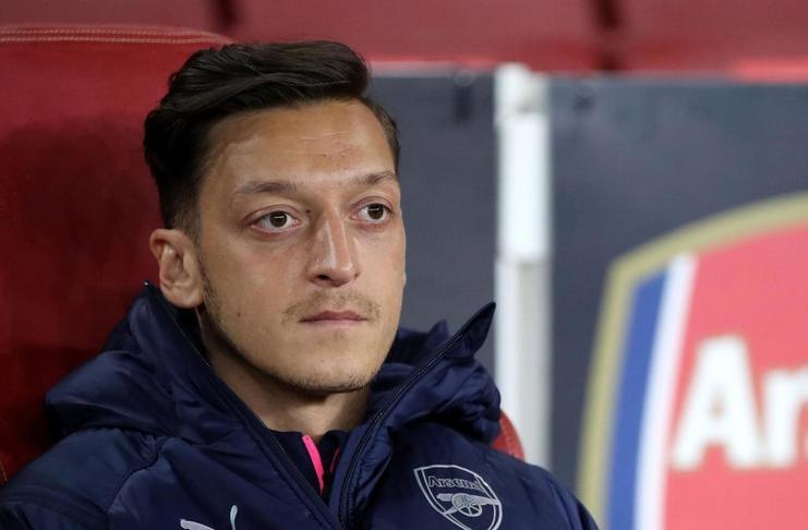 Emery Menegaskan Ozil Masih Diperlukan Arsenal