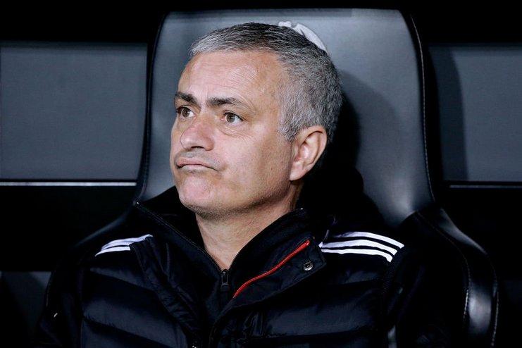Mourinho Bersembunyi di Tempat Pakaian Kotor untuk Menghindar dari Sanksi