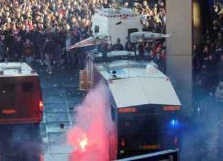 Ratusan Fans Ditangkap Usai Insiden di Laga Ajax vs Juventus