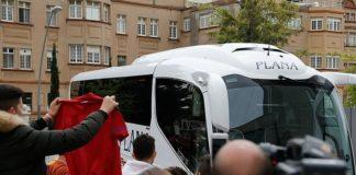 Skuad Manchester United Disambut Para Pendukung Setibanya di Barcelona