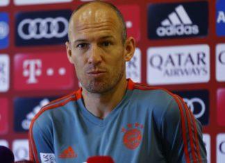 Arjen Robben Gantung Sepatu